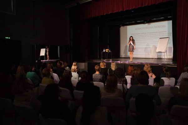 Живой интерактивный тренинг-шоу Аллы Фолсом в Москве. Март 2016